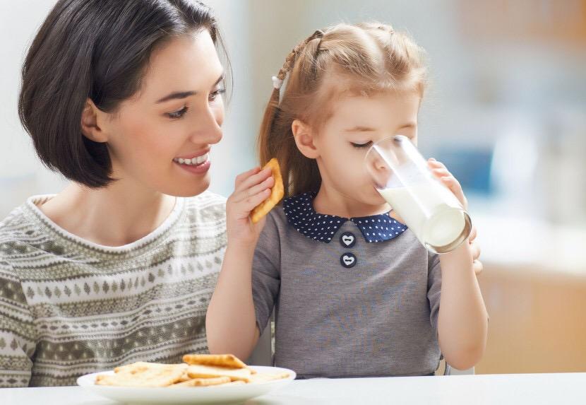 ¿debemos tomar leche de vaca? y sus derivados –nata, natillas, yogures, helados, batidos?